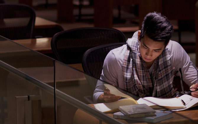 an MBA student studying in the classroom, how to refinance your student loans